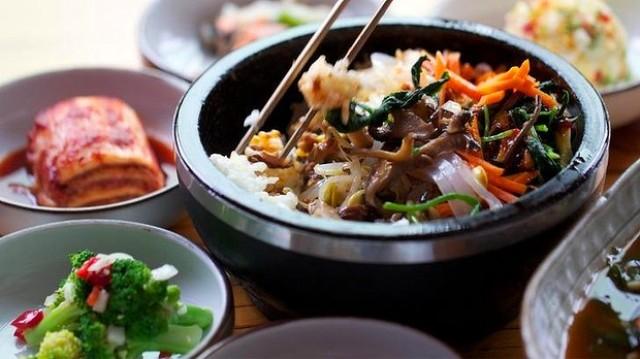 В Китае можно расплатиться за обед красотой (4 фото)