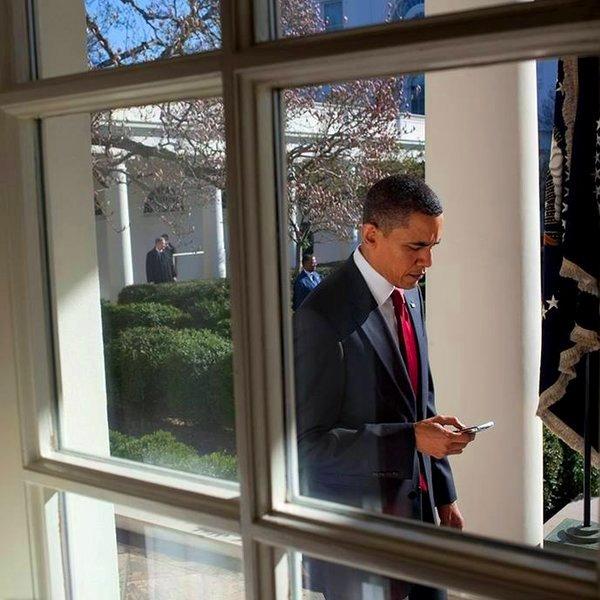 iPhone, iPad, SMS, Facebook, интернет, соцсети, общество, подростки, Президенту понравилась идея нового мобильного приложения