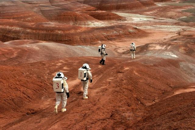Стоит ли людям лететь на Марс?