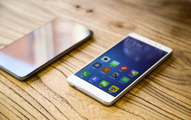 Состоялась презентация Xiaomi, в ходе которой компания представила смартфон Redmi Note 3 и планшет Mi Pad 2