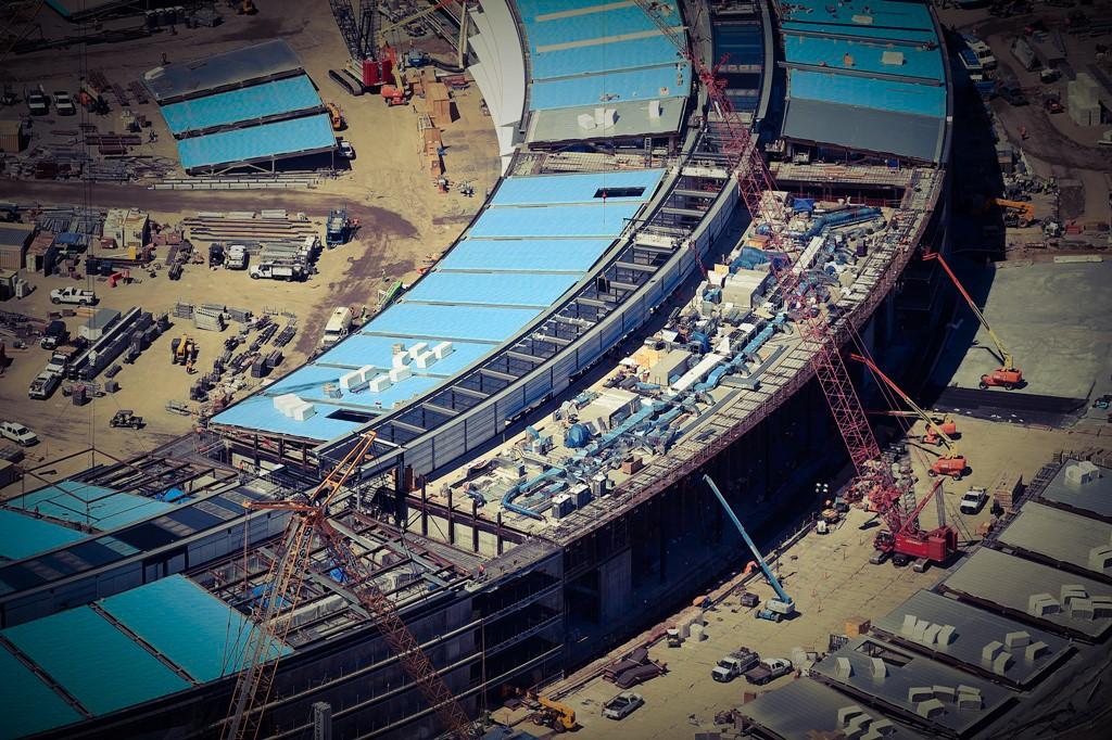 Вид с высоты птичьего полёта на грандиозную стройку Apple Campus 2 - шедевр Нормана Фостера