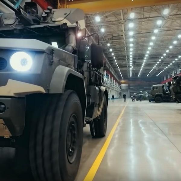 Россия,США,YouTube,рецензия,автомобили, Военные показали завод, на котором собирают новейшие броневики
