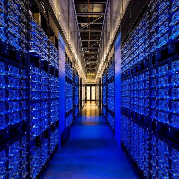 Facebook, соцсети, искусственный интеллект, «Нейронные сети в соцсети»: теперь Facebook использует искусственный интеллект для перевода текста